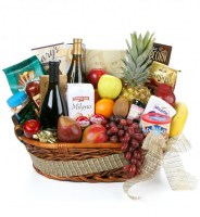44f_gourmet-extravagance-fruit-wine-basket